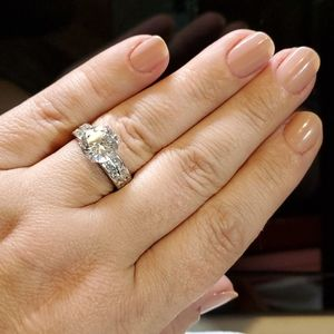GORGEOUS 4.8 TCW Platinum/Sterling Engagement Ring